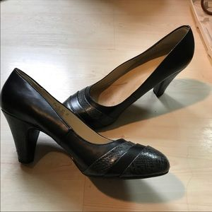 Nearly New Naturalizer Faux snakeskin pumps